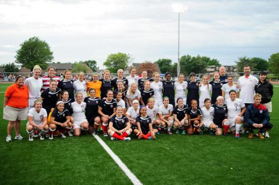 A mass group photo of both the Kansas City Shock and the USA Women's National Deaf team.